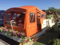 Wide beam house boat