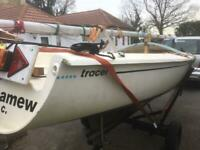 Hunter Tracer sailing drop keel day boat with trailer