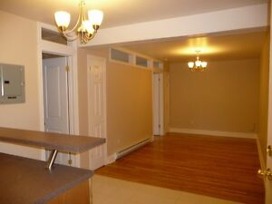 BEAUTIFUL 2 BEDROOM AVAILABLE IN OAKVILLE