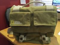 National Geographic Earth Explorer NG 2346 Midi Messenger Camera Carry Bag
