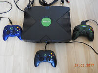Xbox Original Windows with 3 controllers. No charger.