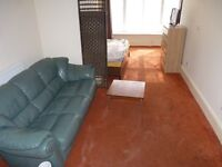 ***Stunning Studio Flat Situated in Surrey Street, Central Croydon***