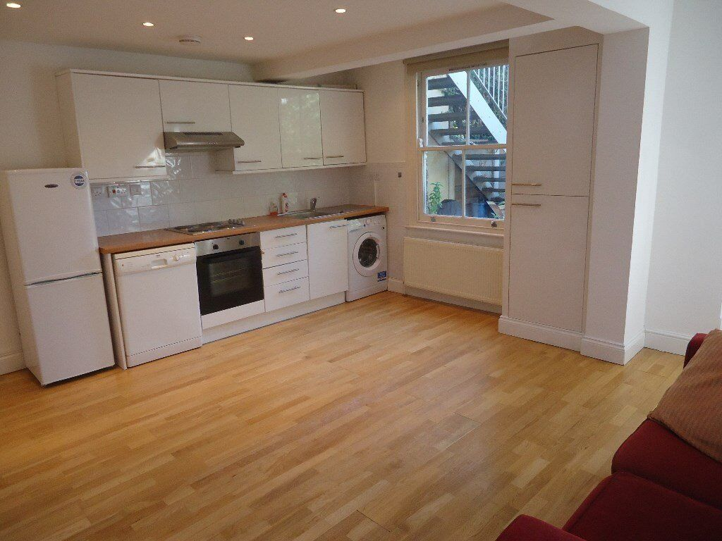 flat to rent Modern 2 double bedroomed garden flat. There is a modern kitchen which opens out ont