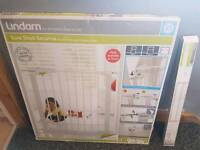 Lindam Sure Shut Securus Baby Gate and extension