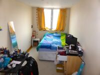SPACIOUS TWO BEDROOM FLAT IN NEW CROSS COMING AVAILABLE NOW SECONDS AWAY FROM NEW CROSS STN!