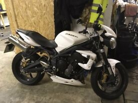 2011 TRIUMPH Street Triple 675 R, Low mileage