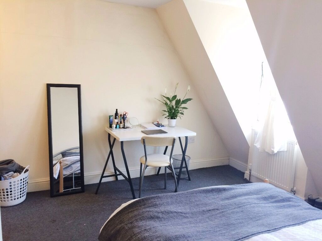 Large double room in a 3 bed/2 bath maisonette 3 min Bethnal Green Tube station