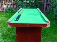 5ft pot black snooker table in excellent condition including balls,cues and triangle 5ft by 2.5 ft