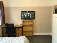 Double bedroom in Southall (Strictly Vegetarian Only)
