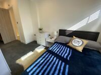 ENSUITE DOUBLE ROOM WITH FREE PARKING ON LEAVESDEN ROAD ALL BILLS INCLUDED