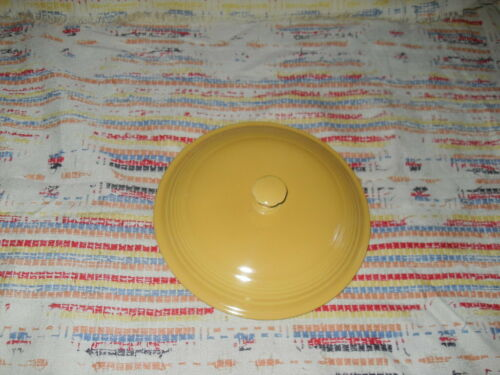 VINTAGE YELLOW  FIESTA COVERED CASSEROLE   LID -FIESTAWARE-         w3b