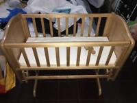 Baby rocking crib/swinging (excellent condition)