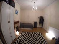 LARGE DOUBLE ROOM IN GANTS HILL, ILFORD