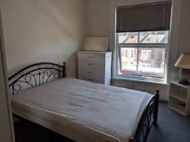 a small box room next to green st just 5 min walk from upton park