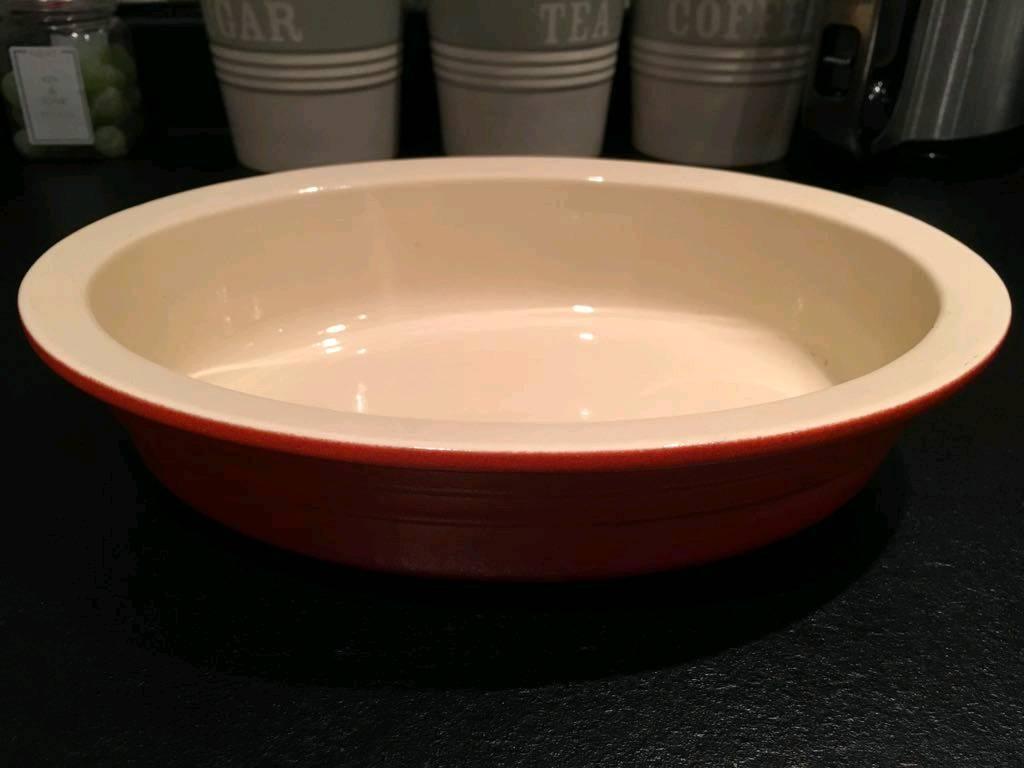 Le crueset oval casserole dish