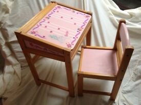 Childs opening Barbie desk and chair
