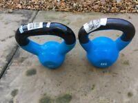 Set of two 5kg kettlebells