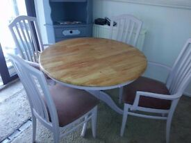 LUSH SHABBY CHIC ROUND PINE TABLE & 4 CHAIRS.