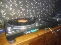 Technics 1210 mk5 turn tables decks