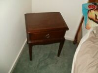 2 BEDROOM SIDE TABLES AND 1 SIX DRAWER UNIT