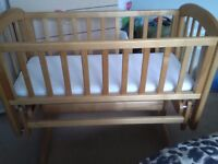 Lovely swinging crib for 0-6 months. Very good condition. Comes with barely used mattress. Only £35