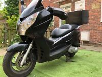 Honda FES 125cc S-wing in very good cond + All acc( helmet, cover, heat, box, socket)