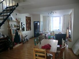 Double room for short-term rent in a beautiful large colourful & arty family house in Easton