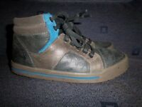 Clarks Boys Leather Boots Size 1.5G IP1