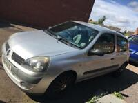 RENAULT CLIO 1.2. 2006. Ideal first car. Very looked after.