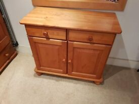 Wooden 2 drawer 2 door sideboard