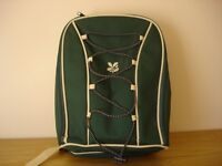 BRAND NEW - National Trust green and cream rucksack with picnic set
