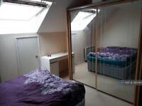 Studio flat in Cadet Drive, London, SE1