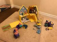 Peppa Pig deluxe housewith extra furniture and character figures