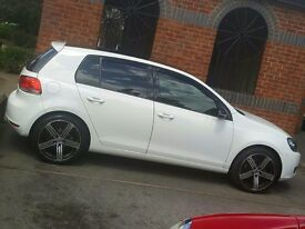 White VW Golf 1.6tdi semi automatic