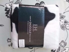 Snuggle fleece blanket .