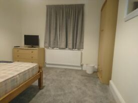 Room to Rent in Large refurbished house in Charminster