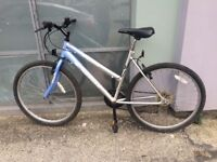 Two tone bicycle with 26 inch wheels in vgc