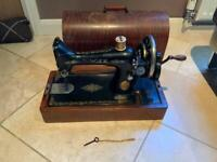 1923 Vintage Singer Hand Crank Sewing Machine, works perfect, smoke free home, Oakwood collection