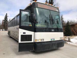 2005 MCI coach bus