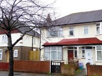 End of Terrace Family Home /w 3 Bedrooms , CR4
