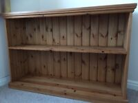 Wooden bookcase/display case/unit