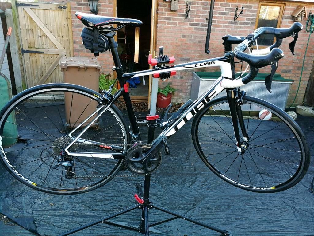 Cube Attain Carbon Road bike