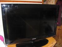 "SAMSUNG 52"" TV."