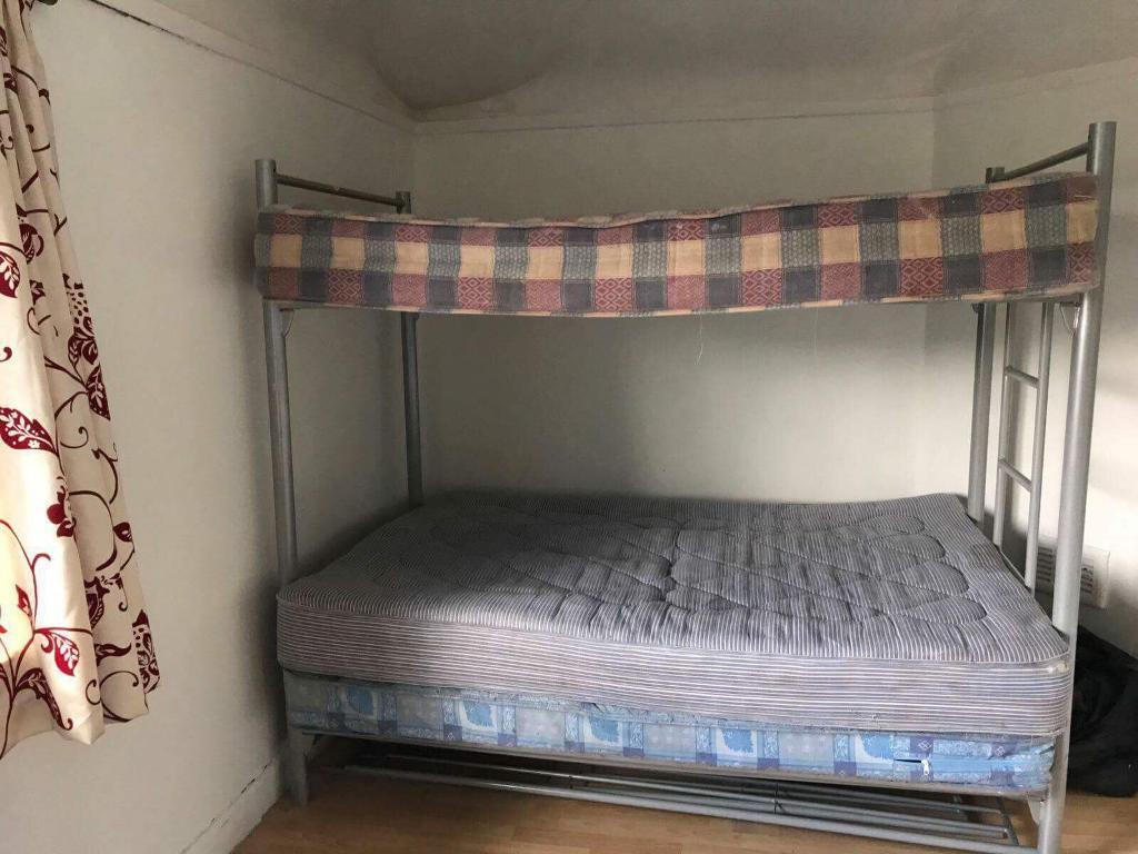 Double bunkbed for sale with matresses