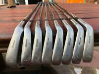 Mizuno Golf Iron Set & Golf Bag