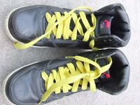 NIKE ( GENUINE ) TRAINERS...SIZE 5 .....WORN ONLY A FEW TIMES