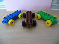 A SELECTION OF LEGO / DUPLO TRAIN CARRIAGES OR TRAILERS