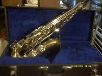 A CHEAP ALTO SAXOPHONE in GOLD LACQUER ,in EXCELLENT CONDITION CASE SLING MOUTHPIECE