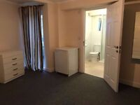---Spacious En-suite Room available from NOW--- Queens Park