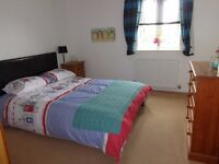 LARGE DOUBLE ROOM: FULL FURNISHED : STUDENT OR WORKING PERSON